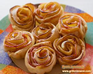 Розы из слоеного теста с яблоками.