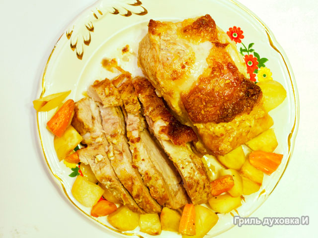 Свиная корейка в духовке с коричневым сахаром,чесноком и гарниром из запеченных овощей.