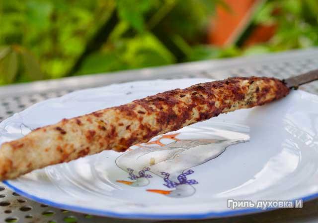Люля кебаб из свинины на мангале.