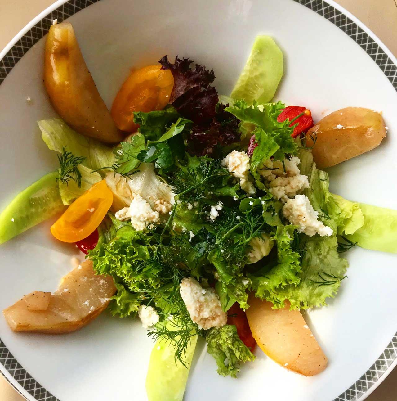 салат с грушей и творогом