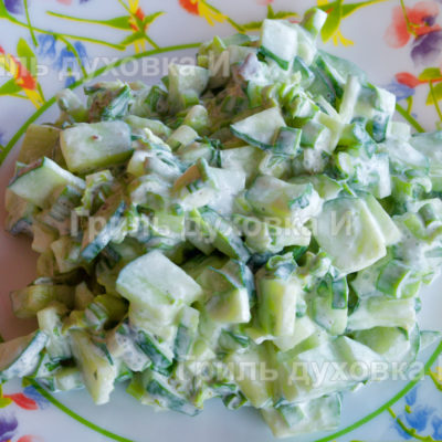 салат из огурцов и лука
