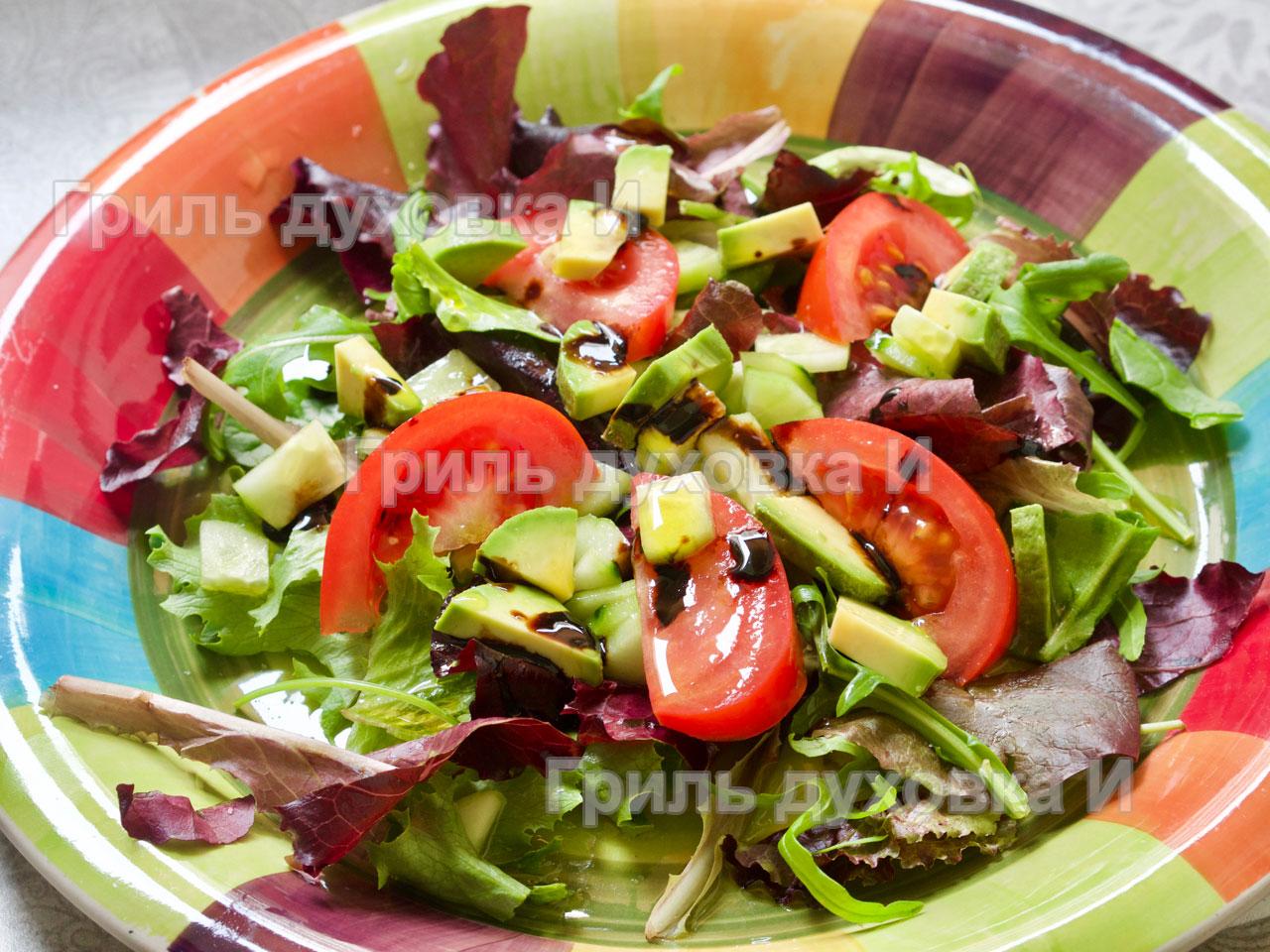 Простой салат с авокадо.