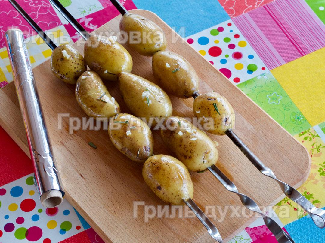 Картошка на шампурах.