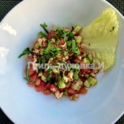 салат с помидорами и грецким орехом