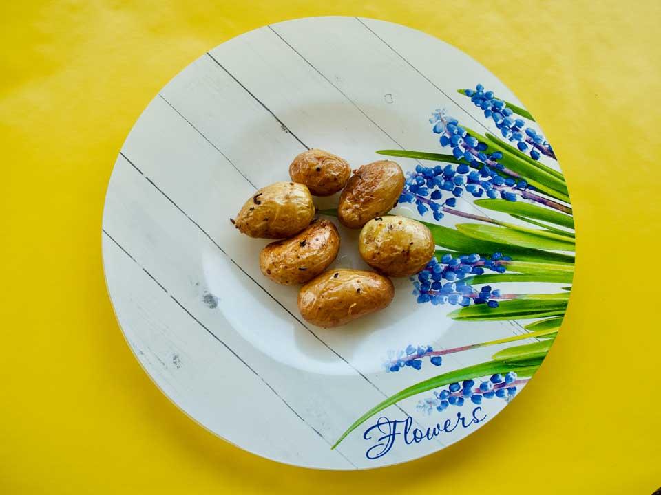 Жареная картошка в мундире.